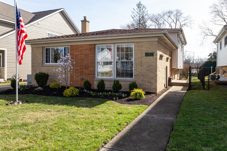 Real Estate Photography - 115 S. Burton Place, Arlington Heights, IL, 60005 - Front View