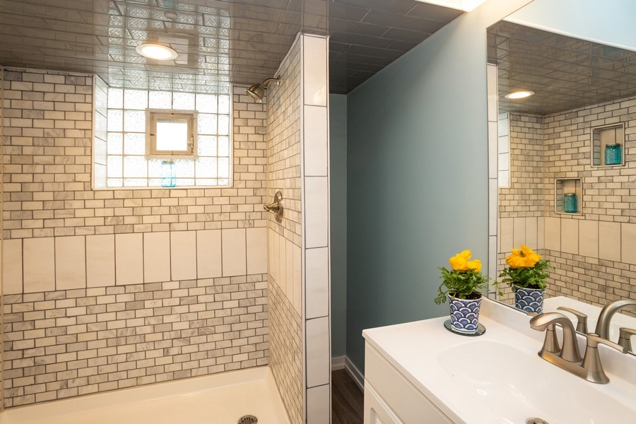 Real Estate Photography - 115 S. Burton Place, Arlington Heights, IL, 60005 - 2nd Bathroom