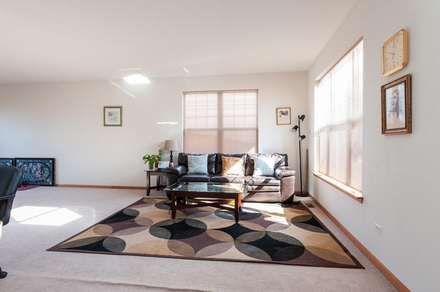 Real Estate Photography - 1910 Marigold Lane, Round Lake, IL, 60073 - Living Room