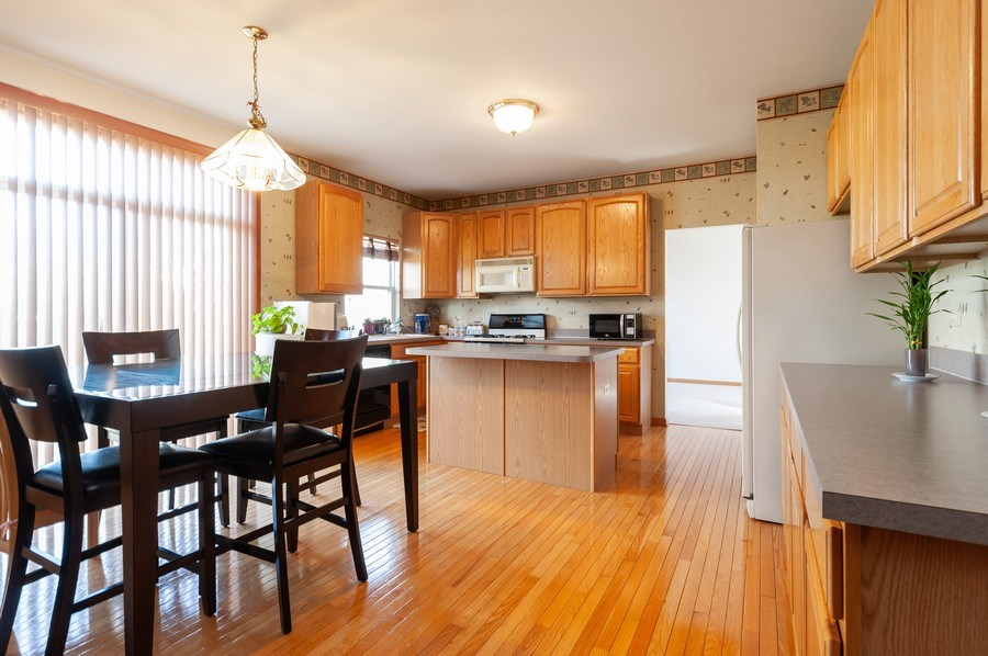 Real Estate Photography - 1910 Marigold Lane, Round Lake, IL, 60073 - Kitchen / Breakfast Room