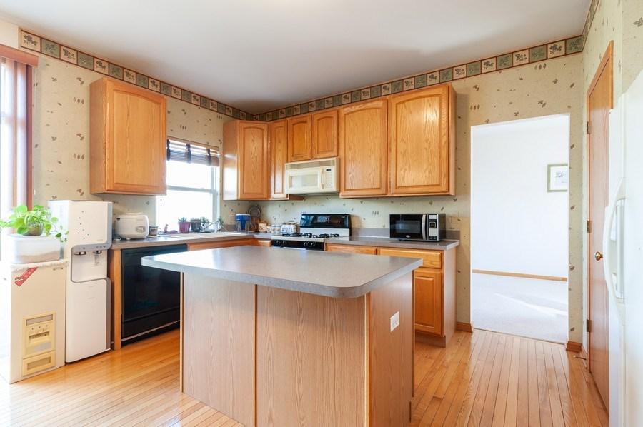 Real Estate Photography - 1910 Marigold Lane, Round Lake, IL, 60073 - Kitchen