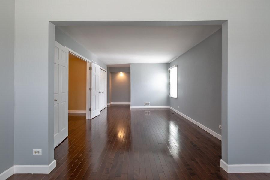 Real Estate Photography - 1555 Camelot Lane, Hoffman Estates, IL, 60010 - Master Bedroom