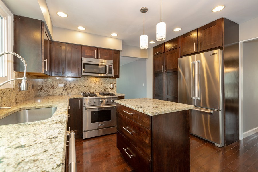 Real Estate Photography - 1555 Camelot Lane, Hoffman Estates, IL, 60010 - Kitchen
