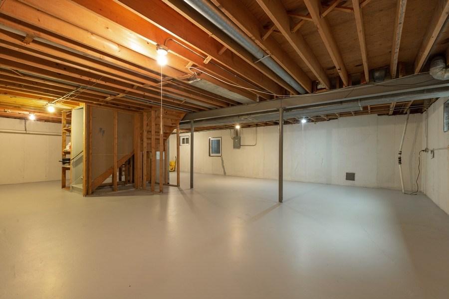 Real Estate Photography - 1555 Camelot Lane, Hoffman Estates, IL, 60010 - Basement