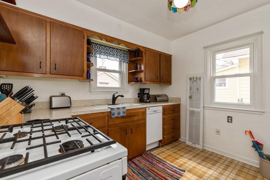Real Estate Photography - 1041 Bishop Street, Antioch, IL, 60002 - Kitchen