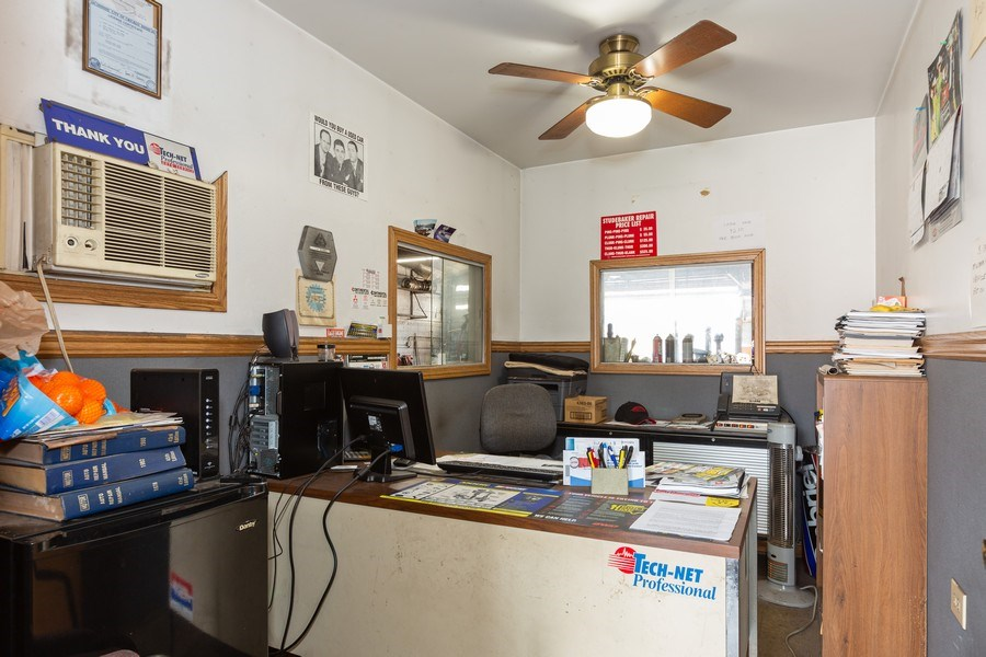 Real Estate Photography - 5811 West 63Rd St, Chicago, IL, 60638 - Office