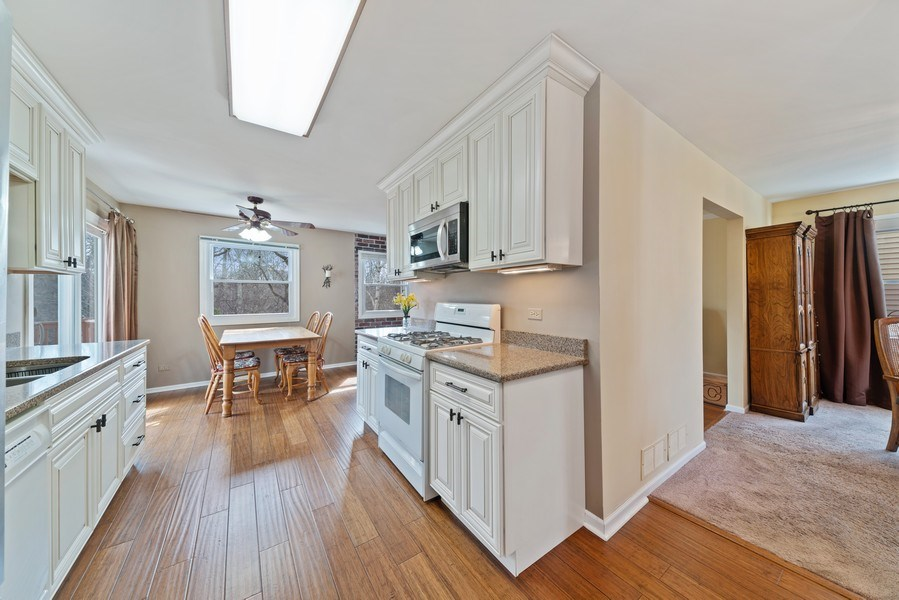 Real Estate Photography - 237 S. Park Place Drive, Bartlett, IL, 60103 - Kitchen / Breakfast Room