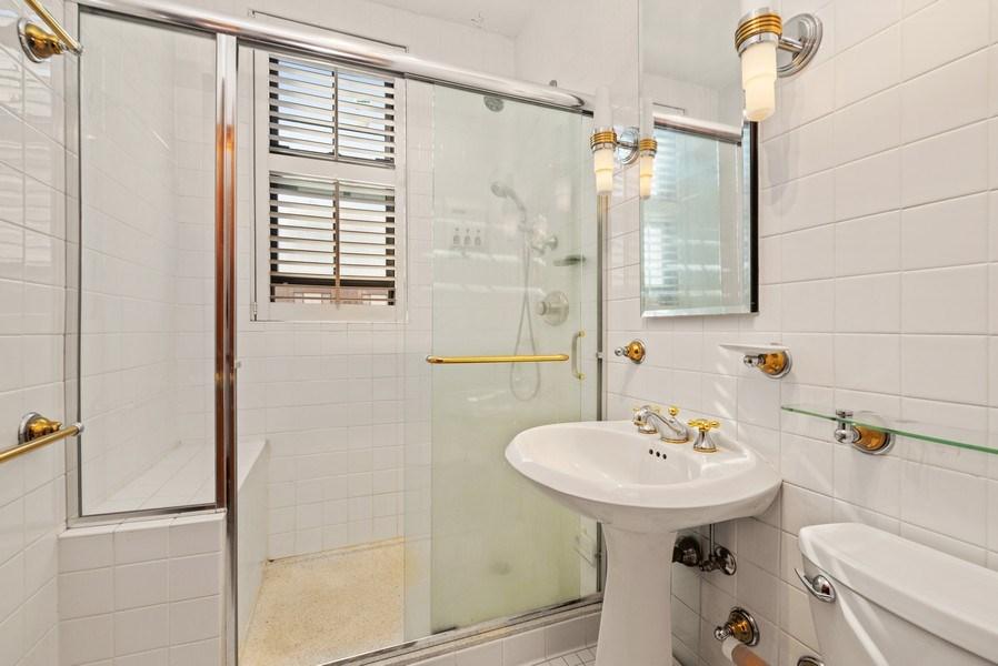 Real Estate Photography - 6101 N. Sheridan Road, Unit 3B-3C, Chicago, IL, 60660 - Master Bathroom
