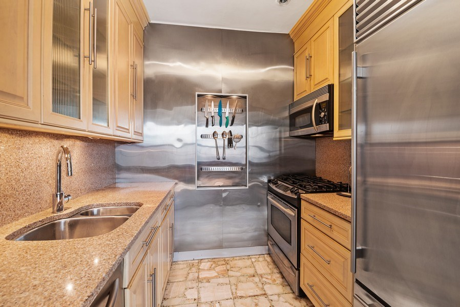 Real Estate Photography - 6101 N. Sheridan Road, Unit 3B-3C, Chicago, IL, 60660 - Kitchen