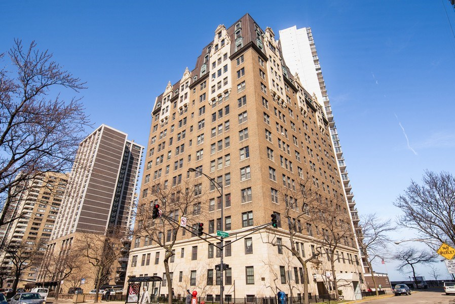 Real Estate Photography - 6101 N. Sheridan Road, Unit 3B-3C, Chicago, IL, 60660 - Front View