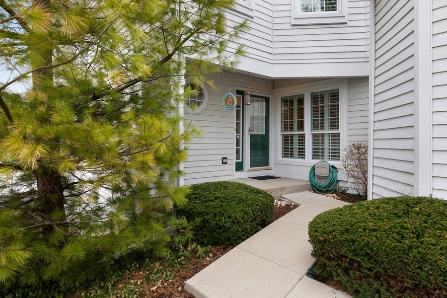 Real Estate Photography - 433 Edgewater Lane, Wauconda, IL, 60084 - Entryway