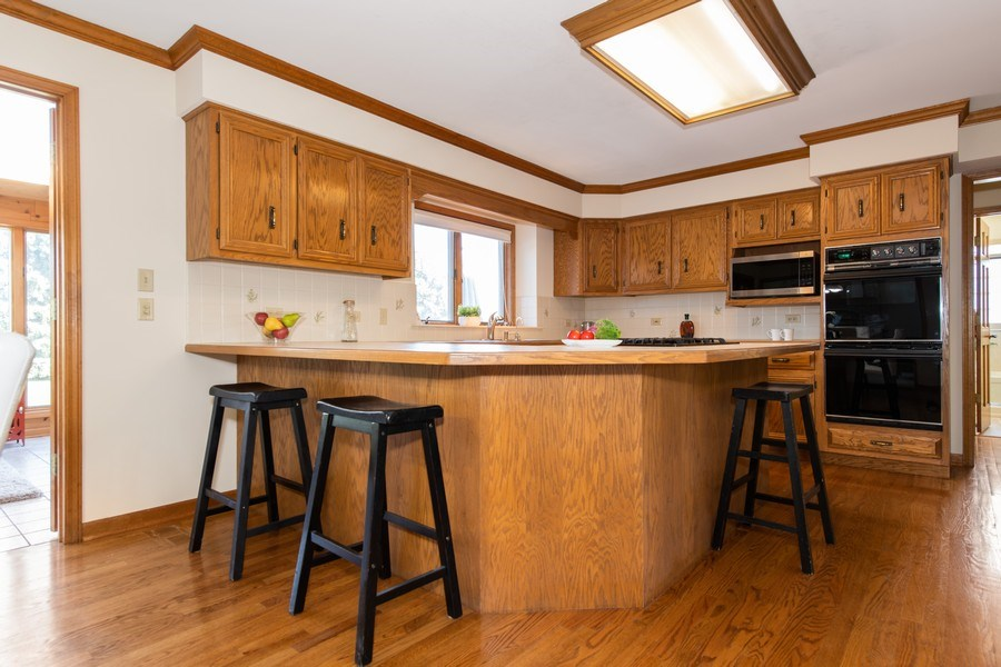 Real Estate Photography - 10513 Royal Porthcawl Drive, Naperville, IL, 60564 - Kitchen