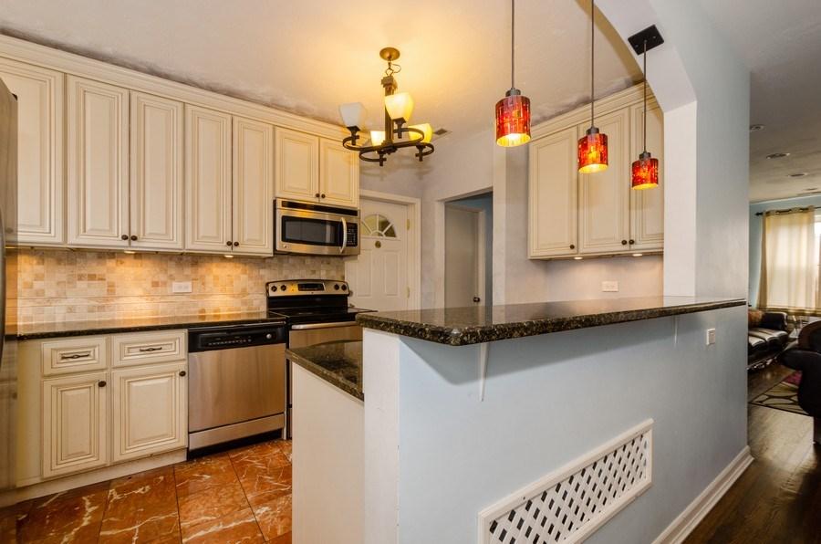 Real Estate Photography - 2637 W. Fitch Avenue, Unit 3E, Chicago, IL, 60645 - Kitchen