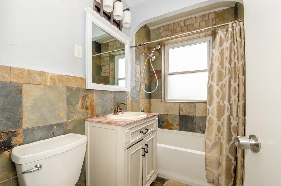 Real Estate Photography - 2637 W. Fitch Avenue, Unit 3E, Chicago, IL, 60645 - Bathroom