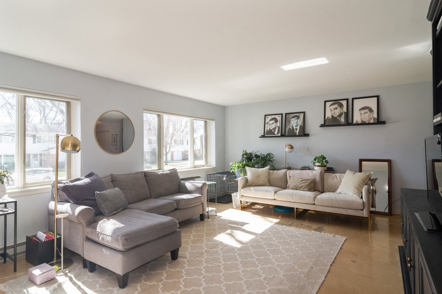 Real Estate Photography - 2812 E. Bel Aire Drive, Unit 101, Arlington Heights, IL, 60004 - Living Room