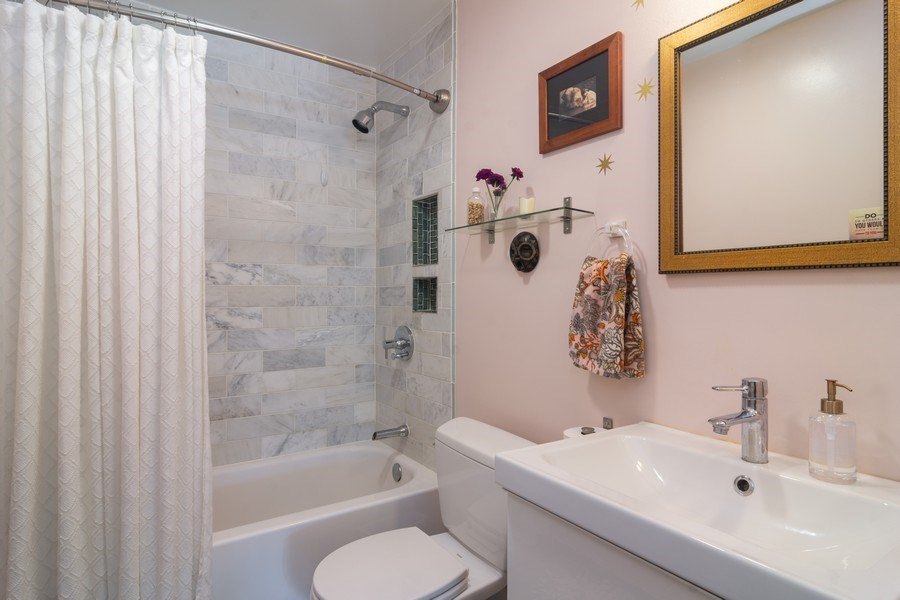 Real Estate Photography - 2812 E. Bel Aire Drive, Unit 101, Arlington Heights, IL, 60004 - Master Bathroom