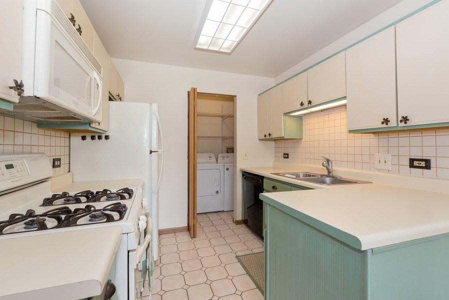 Real Estate Photography - 633 MALLARD Court, Unit C1, Bartlett, IL, 60103 - Kitchen