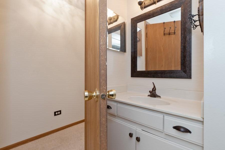 Real Estate Photography - 633 MALLARD Court, Unit C1, Bartlett, IL, 60103 - Bathroom