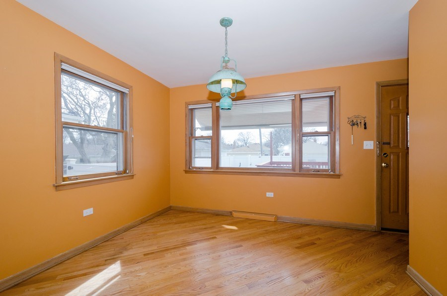 Real Estate Photography - 7438 N. ORIOLE Avenue, Chicago, IL, 60631 - Breakfast Area