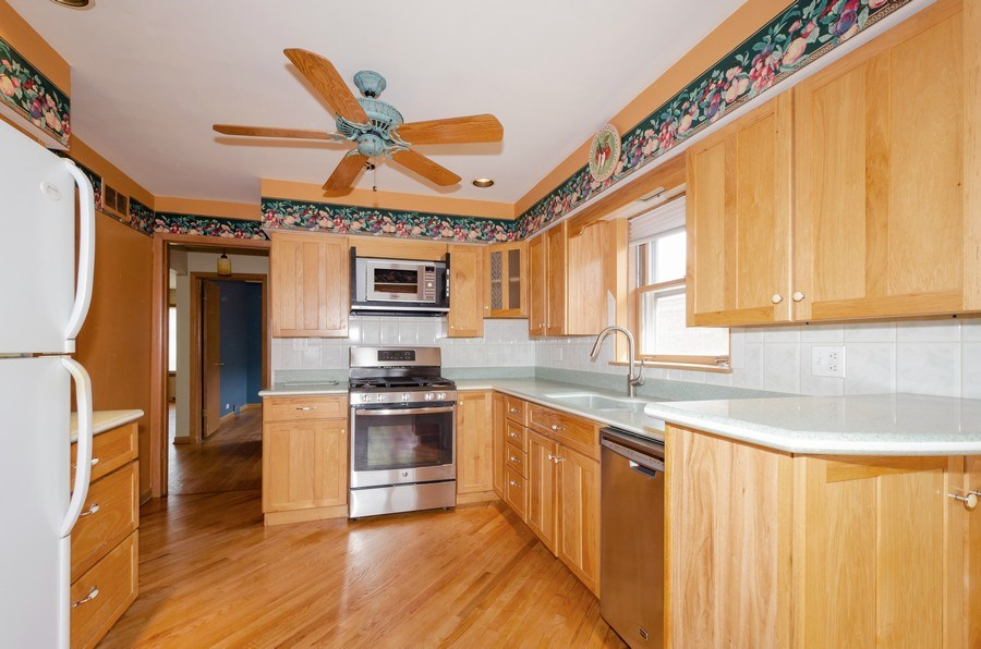 Real Estate Photography - 7438 N. ORIOLE Avenue, Chicago, IL, 60631 - Kitchen