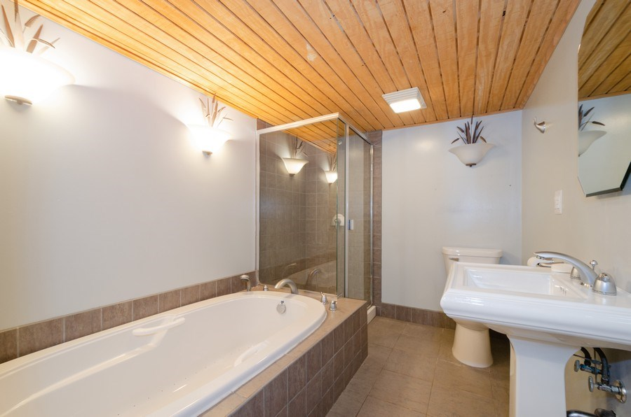 Real Estate Photography - 7438 N. ORIOLE Avenue, Chicago, IL, 60631 - 2nd Bathroom