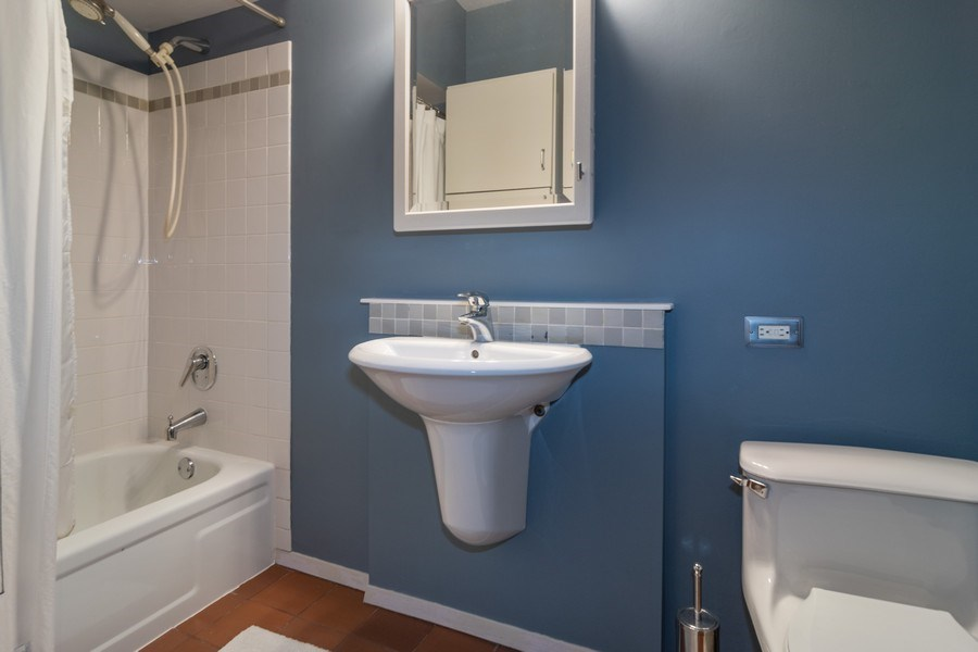 Real Estate Photography - 807 Washington Boulevard, Unit 2, Oak Park, IL, 60302 - Bathroom