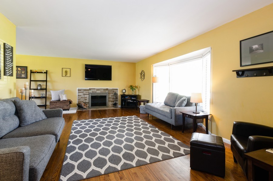 Real Estate Photography - 826 Hemlock Drive, Sleepy Hollow, IL, 60118 - Living Room