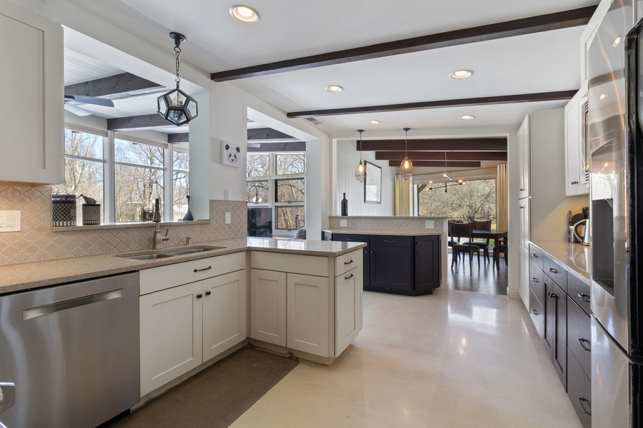 Real Estate Photography - 1911 Hanover Lane, Flossmoor, IL, 60422 - Kitchen