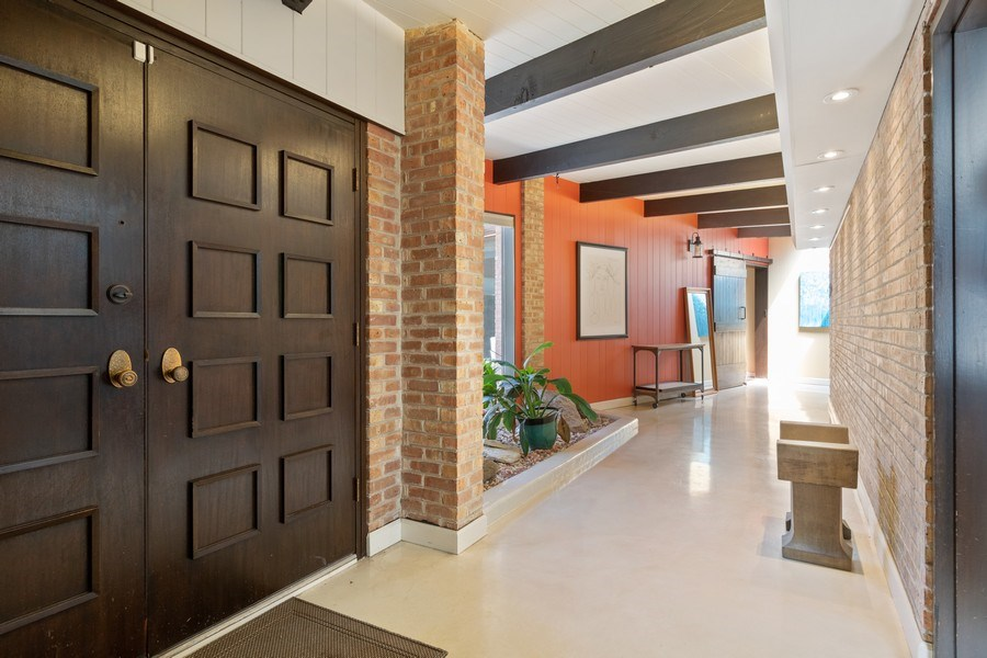 Real Estate Photography - 1911 Hanover Lane, Flossmoor, IL, 60422 - Foyer