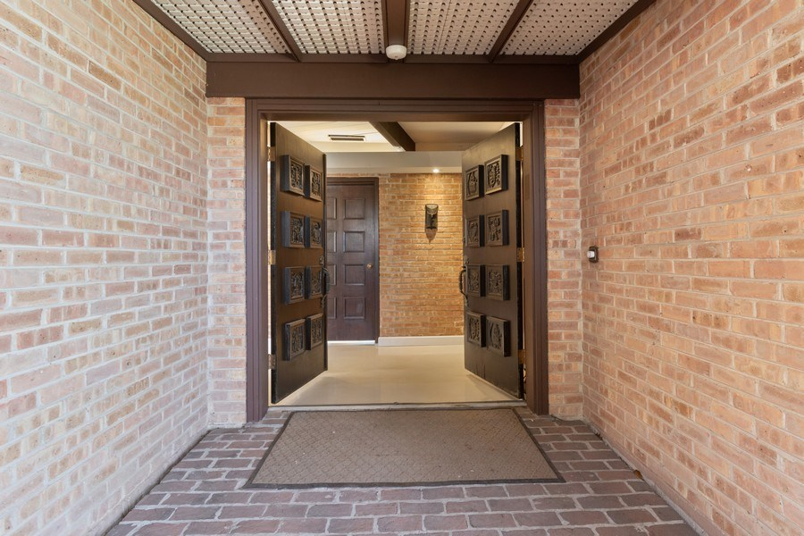 Real Estate Photography - 1911 Hanover Lane, Flossmoor, IL, 60422 - Entryway