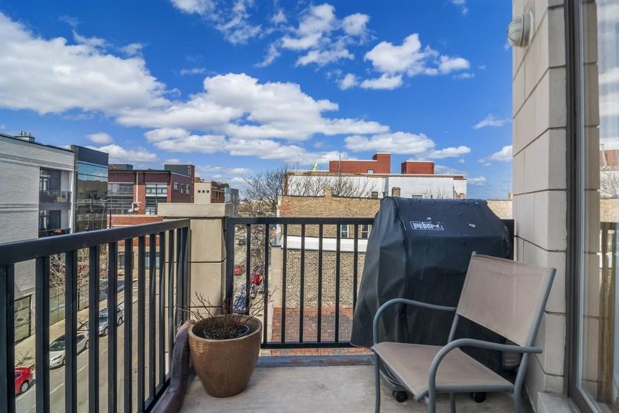 Real Estate Photography - 2125 N. DAMEN Avenue, Unit 4, Chicago, IL, 60647 - Deck