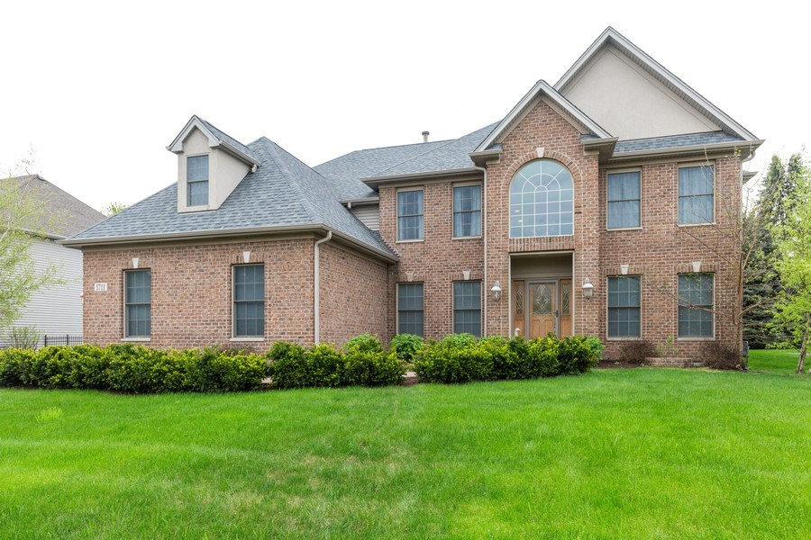 Real Estate Photography - 1711 Stone Ridge Lane, Algonquin, IL, 60102 - Front View