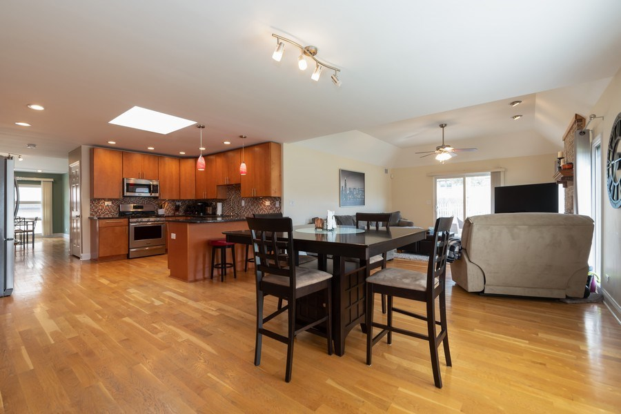 Real Estate Photography - 6022 andres Avenue, Tinley Park, IL, 60477 - Kitchen / Breakfast Room