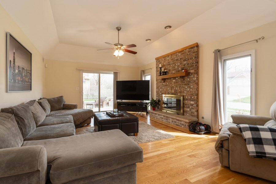 Real Estate Photography - 6022 andres Avenue, Tinley Park, IL, 60477 - Family Room