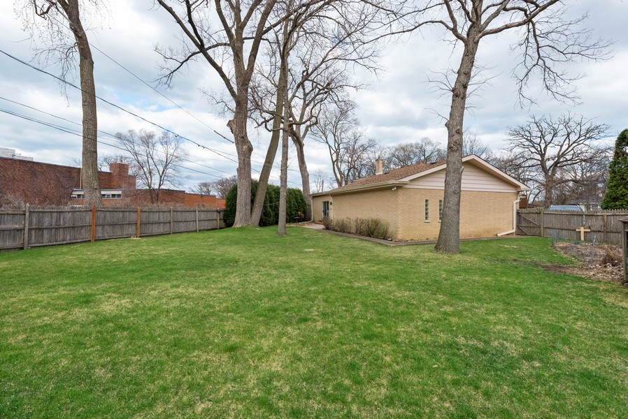 Real Estate Photography - 529 Kin Court, Wilmette, IL, 60091 - Back Yard