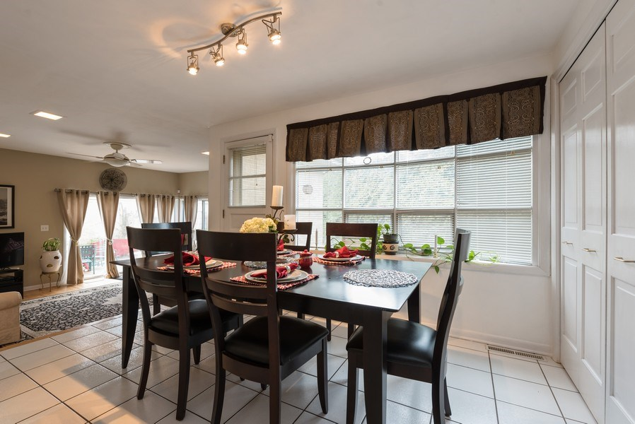 Real Estate Photography - 529 Kin Court, Wilmette, IL, 60091 - Kitchen Eating Area