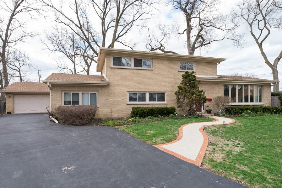 Real Estate Photography - 529 Kin Court, Wilmette, IL, 60091 - Front View