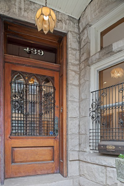 Real Estate Photography - 439 W. Roslyn Place, Chicago, IL, 60614 - Front Entrance