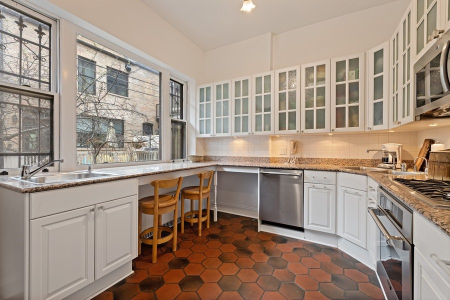 Real Estate Photography - 439 W. Roslyn Place, Chicago, IL, 60614 - Kitchen