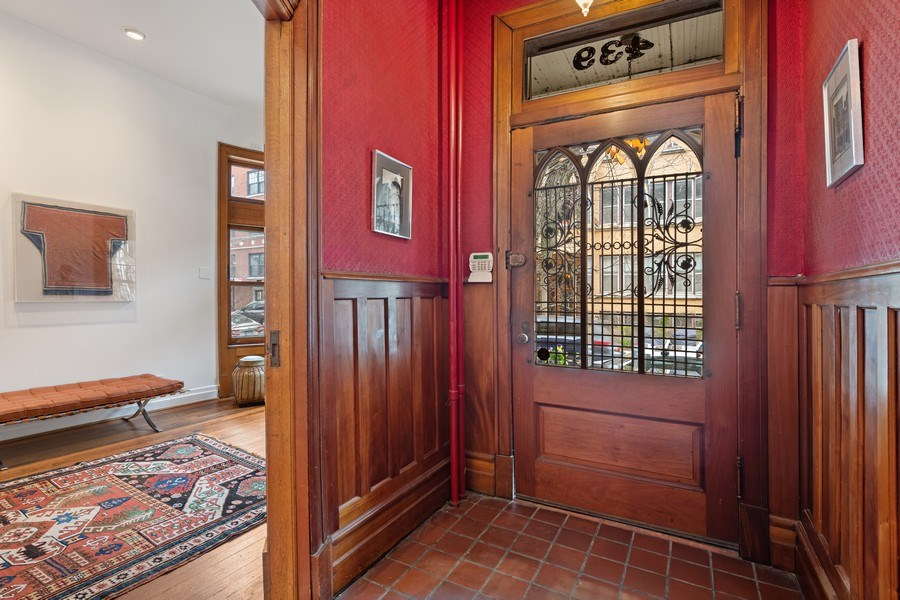 Real Estate Photography - 439 W. Roslyn Place, Chicago, IL, 60614 - Vestibule