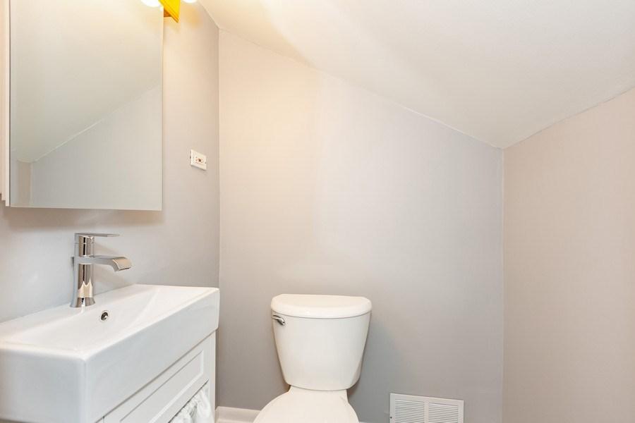 Real Estate Photography - 40 E. Richmond Street, Westmont, IL, 60559 - Master Bathroom