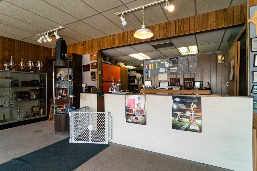 Real Estate Photography - 1433 East Oakton St, Des Plaines, IL, 60018 - Reception Area
