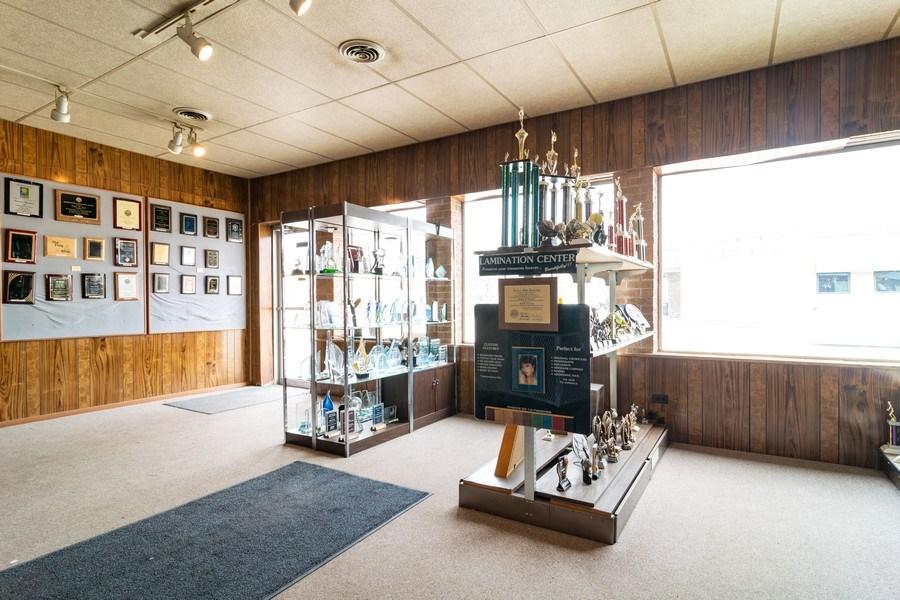 Real Estate Photography - 1433 East Oakton St, Des Plaines, IL, 60018 - Showroom