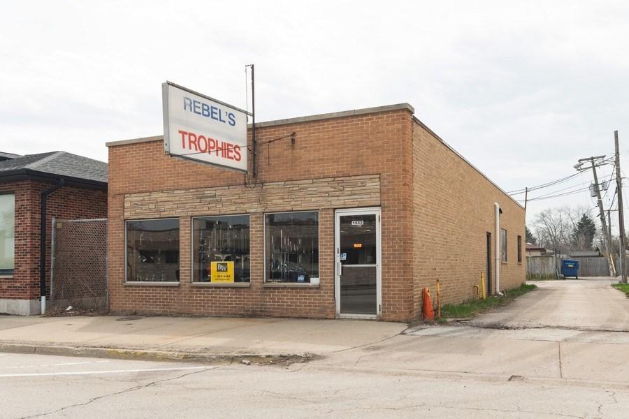 Real Estate Photography - 1433 East Oakton St, Des Plaines, IL, 60018 - Front View