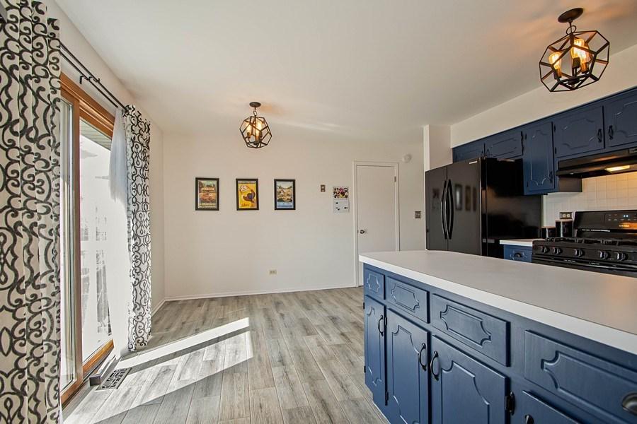 Real Estate Photography - 15332 Paddock Lane, Homer Glen, IL, 60491 - Kitchen