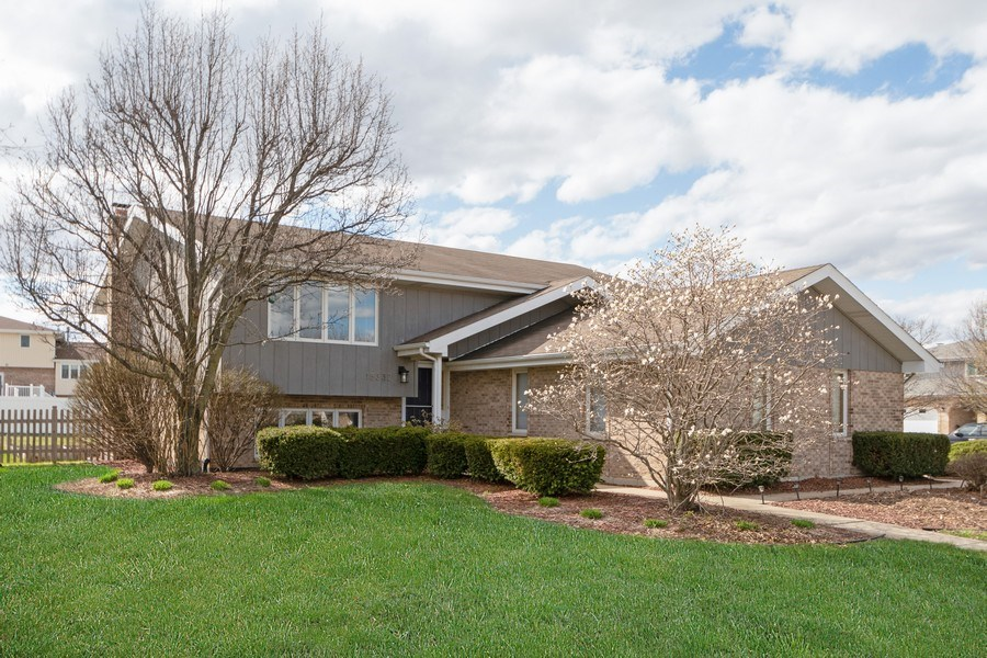Real Estate Photography - 15332 Paddock Lane, Homer Glen, IL, 60491 - Front View