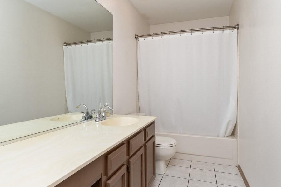 Real Estate Photography - 2730 Leyland Lane, Aurora, IL, 60504 - Master Bathroom