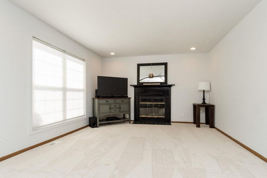 Real Estate Photography - 2730 Leyland Lane, Aurora, IL, 60504 - Family Room