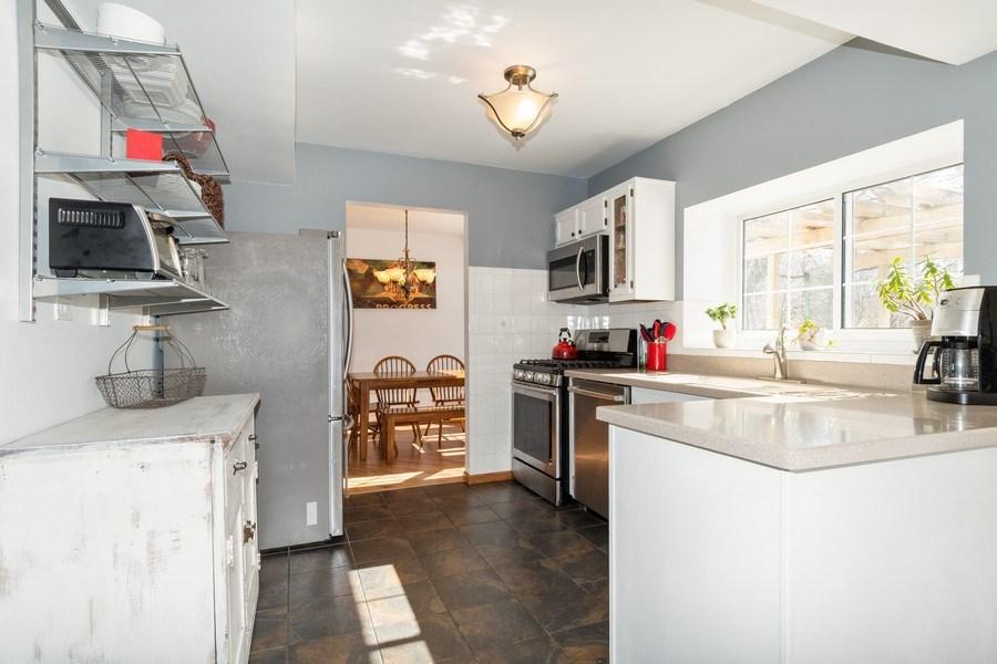 Real Estate Photography - 2730 Leyland Lane, Aurora, IL, 60504 - Kitchen