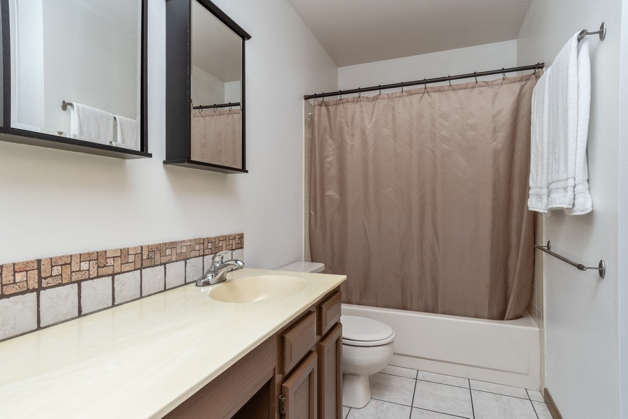 Real Estate Photography - 2730 Leyland Lane, Aurora, IL, 60504 - 2nd Bathroom
